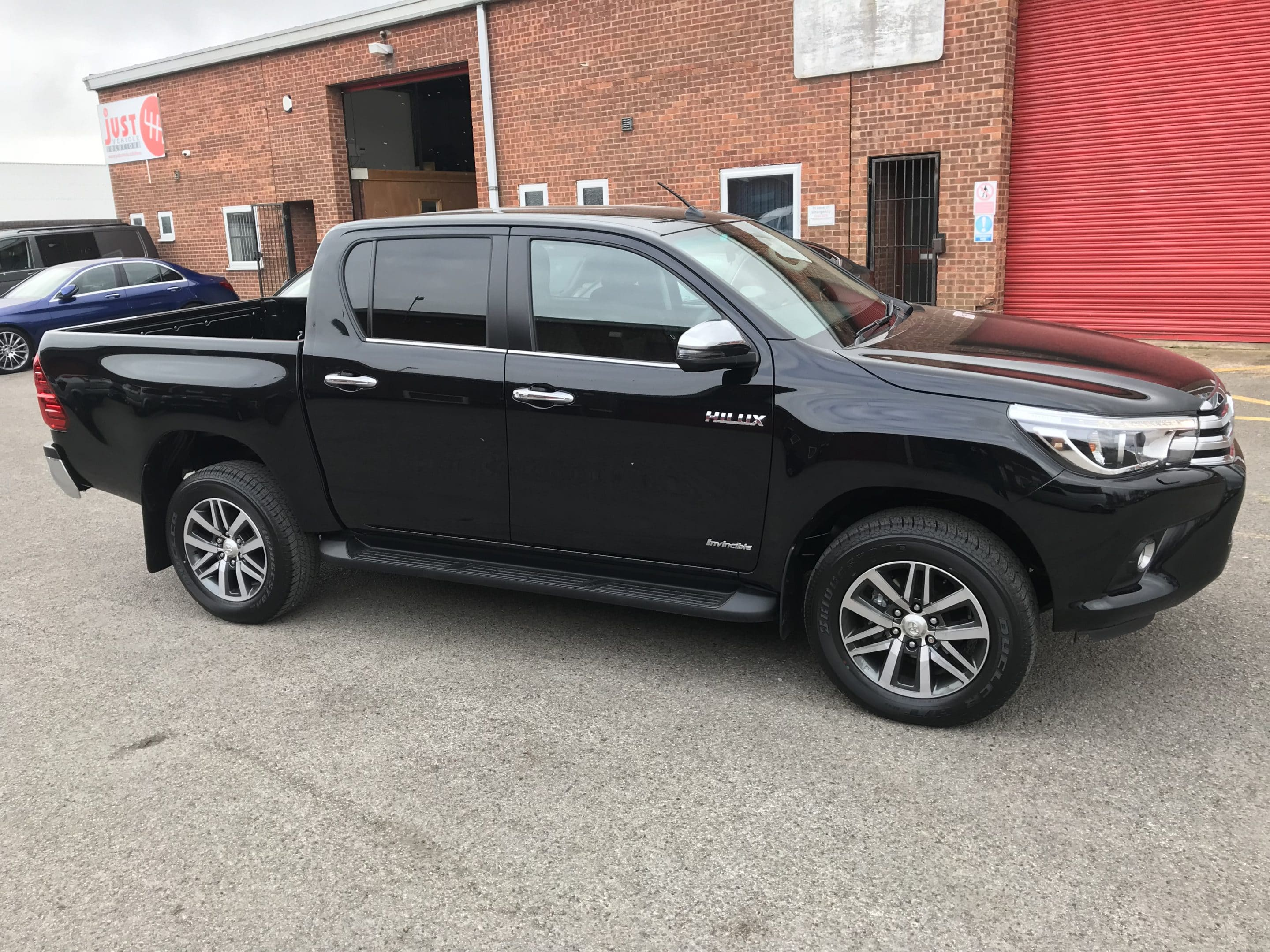Toyota Hilux Invincible D/Cab 2.4 Auto with tow bar and load liner